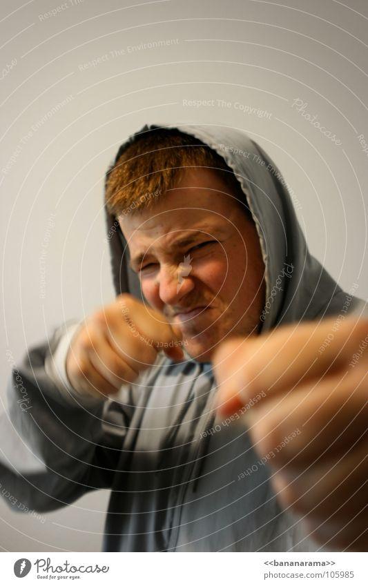 Zwei Fäuste für zwei Hallelujas Gesicht grau Wut Lautsprecher kämpfen Ärger Aggression schlagen Faust