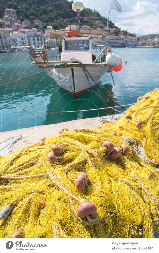 Netzstrümpfe auf dem Fischboot. Gelbes Netz. Meeresfrüchte Industrie Seil Hafen Wasserfahrzeug Linie alt maritim Fischen Gerät marin Knäuel fangen Konsistenz
