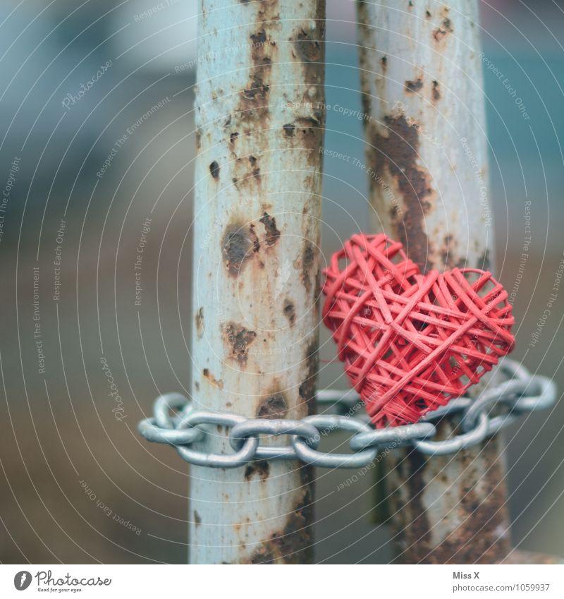 verschlossen Dekoration & Verzierung Metall Herz alt fest Gefühle Stimmung Liebe Verliebtheit Treue Liebeskummer geschlossen herzlos Kette grausam