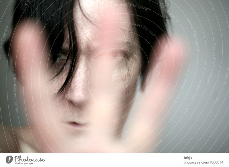 \ | / Lifestyle Frau Erwachsene Leben Gesicht Hand 1 Mensch 30-45 Jahre Blick Konflikt & Streit rebellisch Wut Gefühle Stimmung selbstbewußt uneinig Verachtung