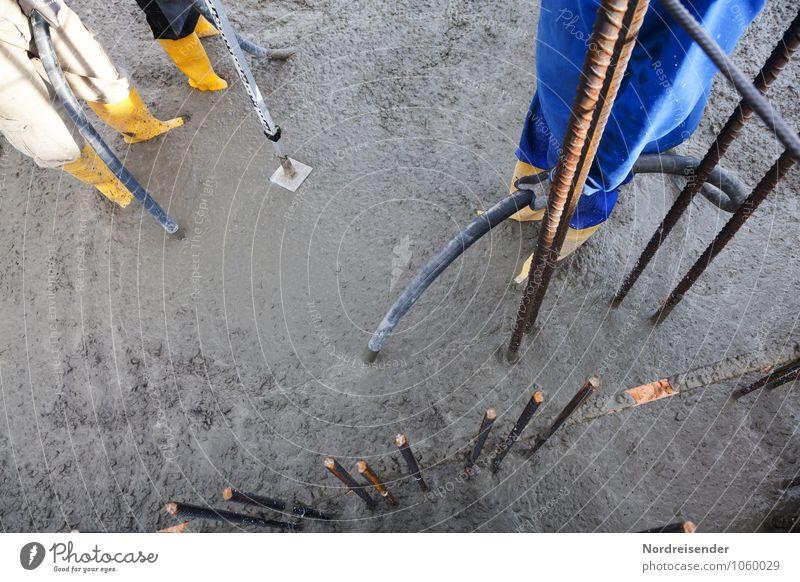 Schlauch halten.... Mensch Arbeit & Erwerbstätigkeit dreckig stehen Technik & Technologie Beton Baustelle Team Beruf Konzentration Stahl Handwerk machen