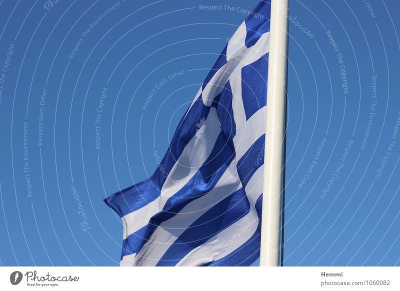 Flagge - Griechenland Fischerdorf Hafenstadt Glück Fröhlichkeit Zufriedenheit Lebensfreude Begeisterung Fahne Fahnenmast Urlaubsfoto Urlaubsort Urlaubsstimmung
