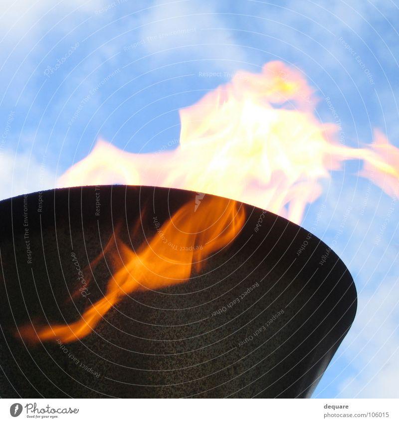 Fire Lamp Lampe Licht Wolken brennen anzünden entzünden Feuer Brand Himmel obskur feuerlampe light Wärme Beleuchtung gartenlampe hell blau olympisches