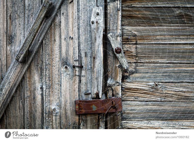 Verschlusssache..... alt natürlich Gebäude grau Holz Hintergrundbild Metall Fassade Tür Vergänglichkeit kaputt Bauwerk Hütte Verfall Schloss Schlüssel