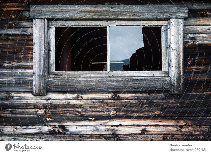 Hüttengaudi | Verirrte Gläser alt Fenster Gebäude Holz braun Fassade Häusliches Leben Glas Armut Bauwerk Wut Gewalt Fensterscheibe Aggression Zerstörung