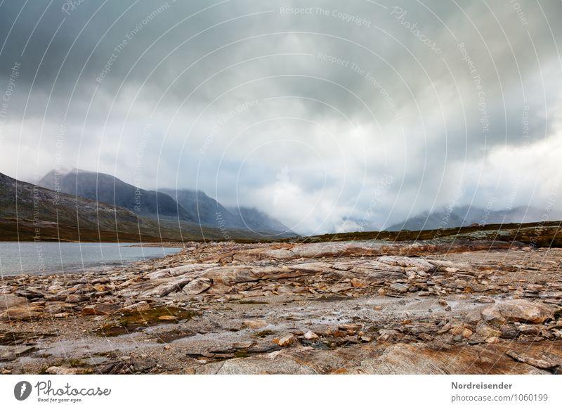 Regen Abenteuer Ferne Freiheit Berge u. Gebirge Natur Landschaft Urelemente Himmel Wolken Gewitterwolken Klima schlechtes Wetter Unwetter Sturm Nebel Felsen See