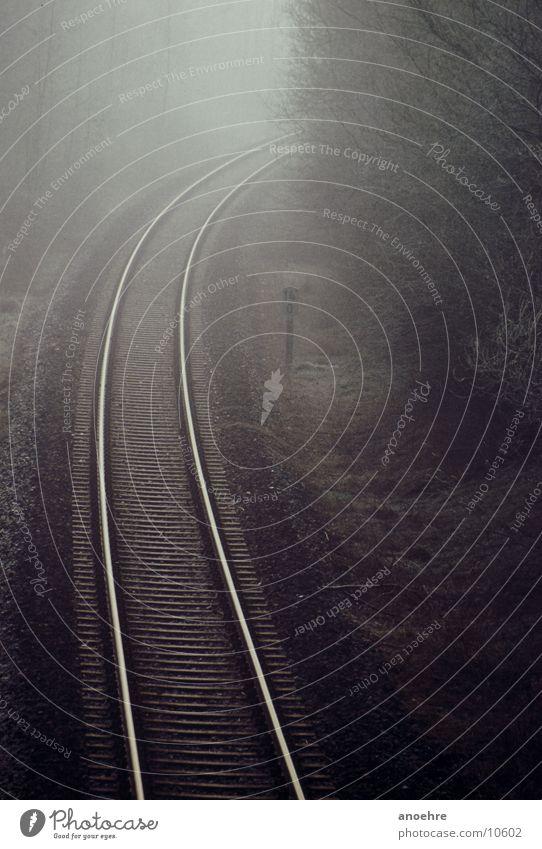 Bahnschienen im Nebel Gleise Morgen Verkehr Eisenbahn Morgendämmerung