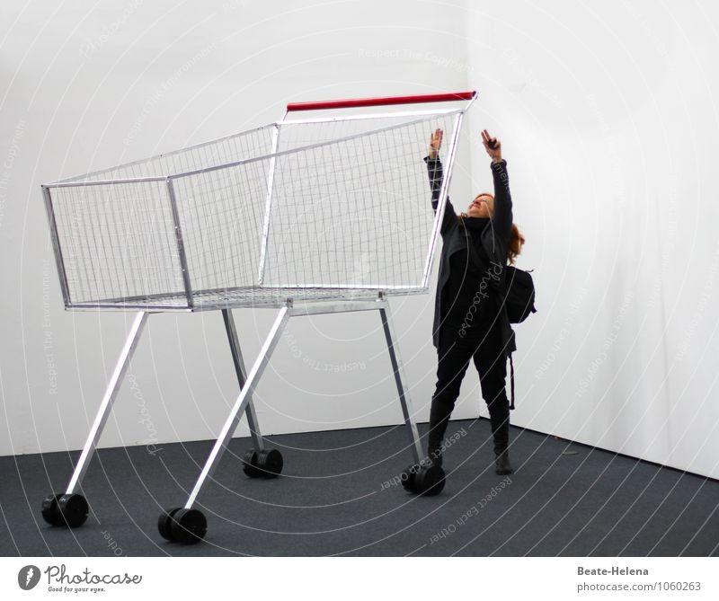 In Brobdingnag: alles ein paar Nummern zu groß Frau weiß rot schwarz Erwachsene Leben außergewöhnlich Lifestyle Arbeit & Erwerbstätigkeit Beginn bedrohlich