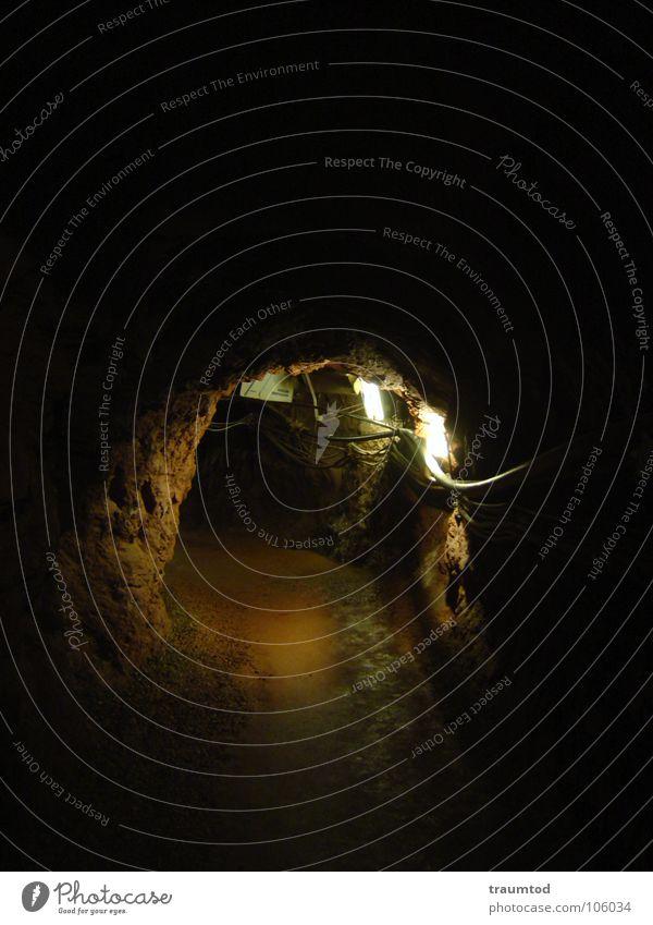 Down in a hole. schwarz dunkel kalt Arbeit & Erwerbstätigkeit Berge u. Gebirge Stein Angst Deutschland Wassertropfen nass Ausflug Europa Baustelle Stahl