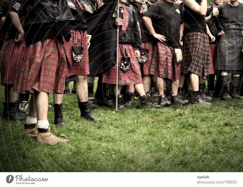 Vermeintliche Feminisierung Mann Freude Schottland Gras Spielen Beine Freizeit & Hobby Kraft Macht Gewalt Konflikt & Streit Amerika Krieg Stiefel Tradition