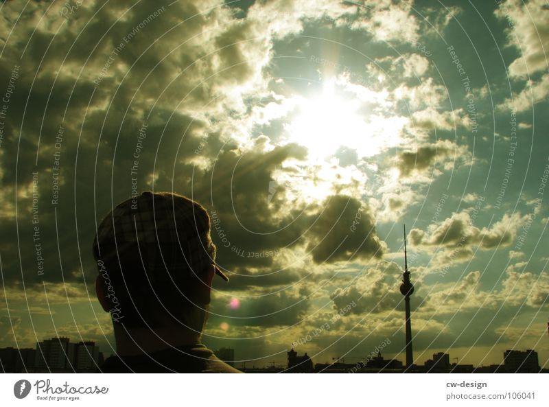 Jahrassic Soundbwoyz outta Berlin II Wolken Blendeneffekt Hochhaus Radio musizieren Reggae Hiphop Drum'n'Bass sehr wenige springen hüpfen Wahrzeichen schwarz