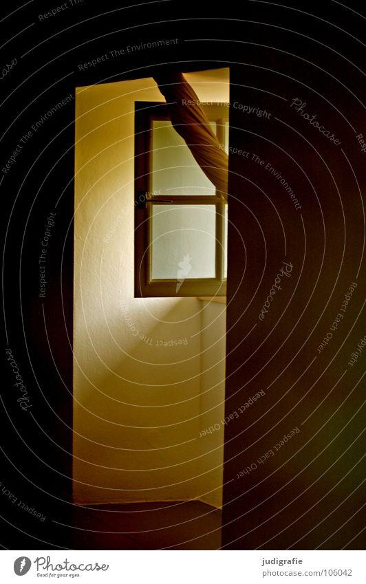 Heimtextilien Fenster Vorhang Gardine Licht Stoff Fensterkreuz offen lüften Haus Detailaufnahme Farbe Häusliches Leben drehen heimtextilien Außenaufnahme