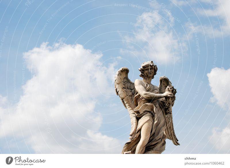 Engel Himmel blau weiß Einsamkeit Wolken Stein Kunst stehen Flügel Kirche Kultur Dach Kitsch Engel Skulptur Dom