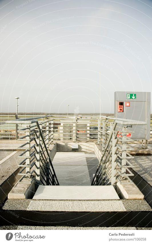 Fluchttreppe Himmel Beton Horizont Treppe Flughafen Geländer Parkhaus Fluchtweg