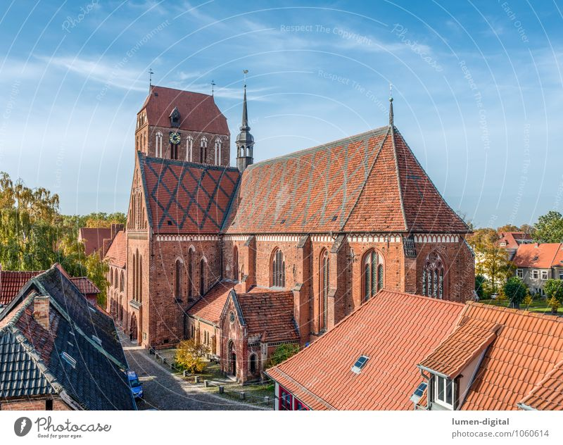 Dom in Güstrow Uhr Architektur Stadt Stadtzentrum Altstadt Dach Sehenswürdigkeit Wahrzeichen Backstein alt Religion & Glaube Backsteingotik Gotik Gottesdienst