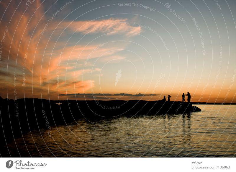 Blaue Stunde Mensch Wasser Himmel Sonne Meer blau Sommer Strand Wolken dunkel orange Küste Horizont Abenddämmerung Kroatien