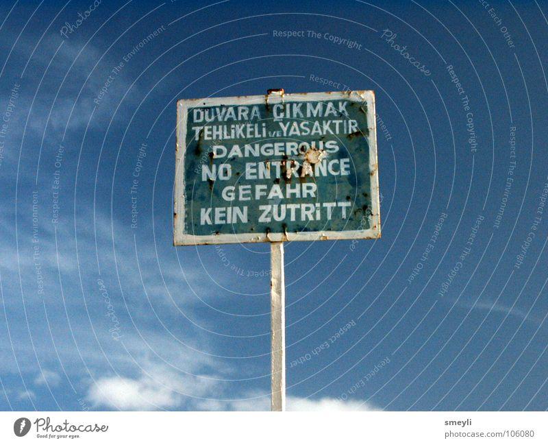 Gefahr - kein Zutritt Himmel grün blau Schilder & Markierungen gefährlich bedrohlich Hinweisschild Respekt Warnhinweis Türkei Warnschild