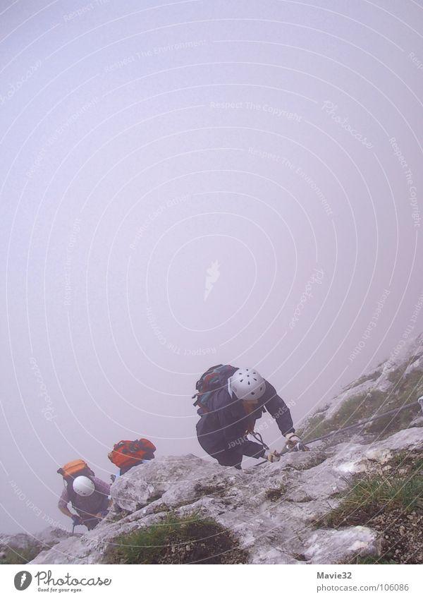 der berg ruft Nebel Steilwand Freude Freizeit & Hobby Sport Spielen Berge u. Gebirge Klettern anstrengen Niveau Klettersteig oben