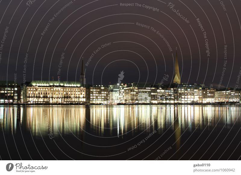Binnenalster bei Nacht IV Hamburg Licht Wasser Reflexion & Spiegelung Langzeitbelichtung Gebäude Himmel Kirchturm Hansestadt schwarz gelb weiß Horizont