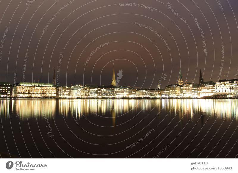 Binnenalster bei Nacht III Hamburg Licht Wasser Reflexion & Spiegelung Langzeitbelichtung Gebäude Himmel Kirchturm Hansestadt schwarz gelb weiß Horizont