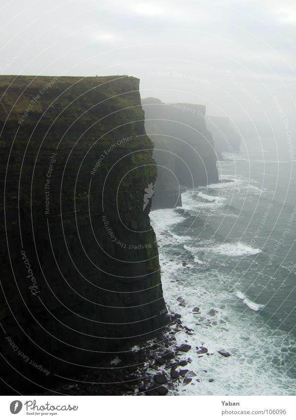 Cliffs of Moher Meer Strand Wellen Küste Nebel Wind Felsen Europa Ende Vergänglichkeit Am Rand Schaum Klippe Republik Irland Atlantik Gischt