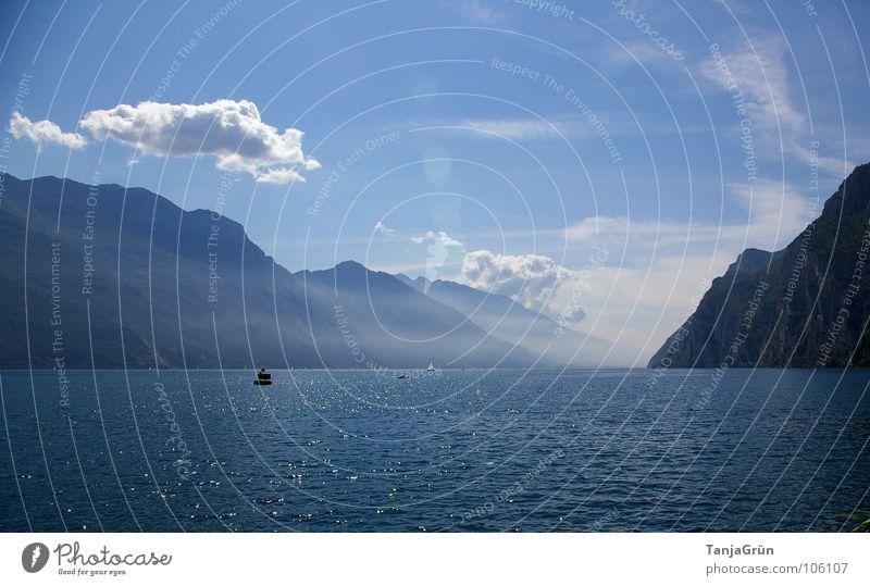 letzter Urlaubstag Wasser Himmel Sommer Strand Ferien & Urlaub & Reisen Wolken Berge u. Gebirge See Wasserfahrzeug Wellen Nebel Aussicht Italien Bucht Gardasee