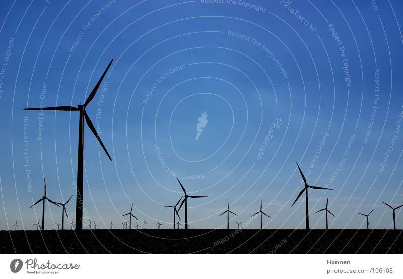 Rückenwind Himmel Luft Feld Horizont Elektrizität Technik & Technologie Sturm Windkraftanlage drehen wehen Stromkraftwerke Leistung Strömung Elektrisches Gerät