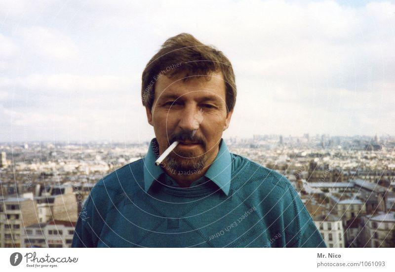 über den dächern von paris Lifestyle Städtereise maskulin Mann Erwachsene Vater Stadt Pullover Haare & Frisuren Bart retro türkis Zufriedenheit selbstbewußt