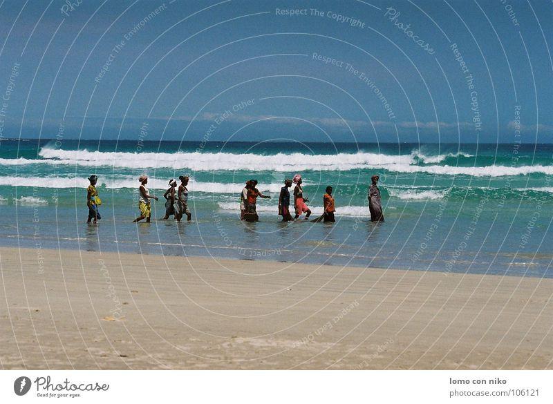 fischen Frau Meer Strand Farbe Arbeit & Erwerbstätigkeit Stimmung mehrere Afrika Angeln Madagaskar