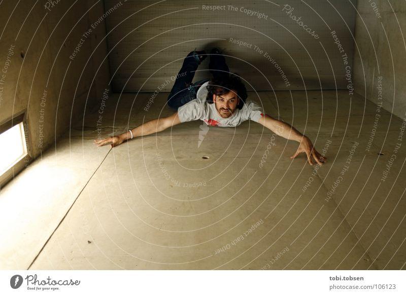 ..::: SPIDER PABLO Himmel Mann blau schwarz Wand grau Bewegung springen Metall Beton Klettern Insekt böse Decke Spinne krabbeln