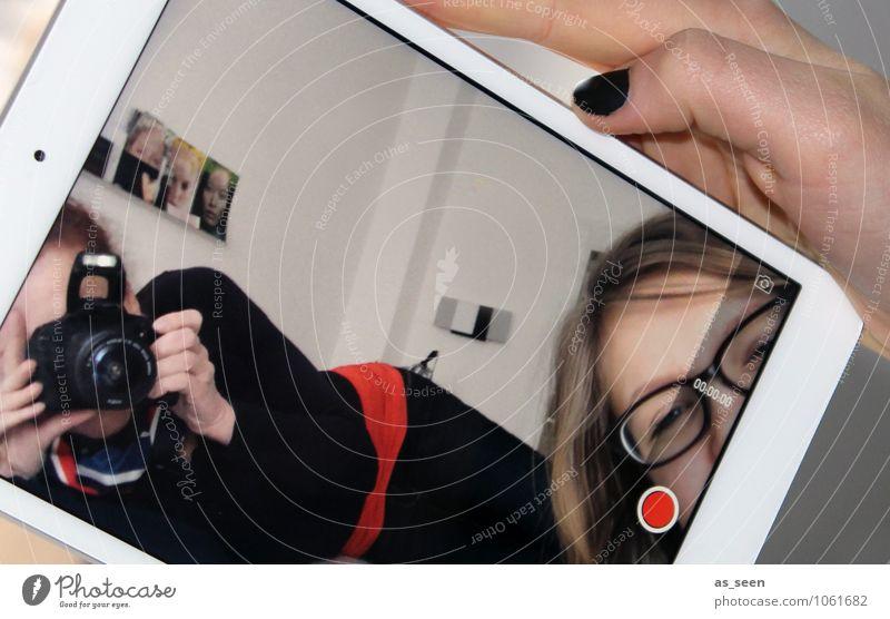 Perspektivenwechsel Mensch Kind Jugendliche 18-30 Jahre Erwachsene Leben feminin modern 13-18 Jahre Perspektive Technik & Technologie Kommunizieren Zukunft Telekommunikation einzigartig Wandel & Veränderung