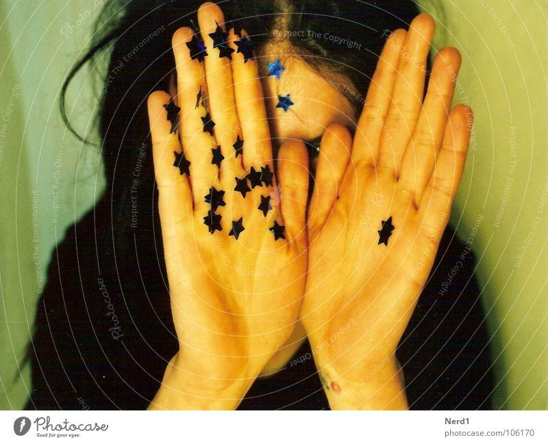 Sterne Frau Hand blau schön glänzend Stern (Symbol) Dekoration & Verzierung verstecken Gesichtsausdruck Zauberei u. Magie verschönern Anschnitt Misstrauen bezaubernd schimmern