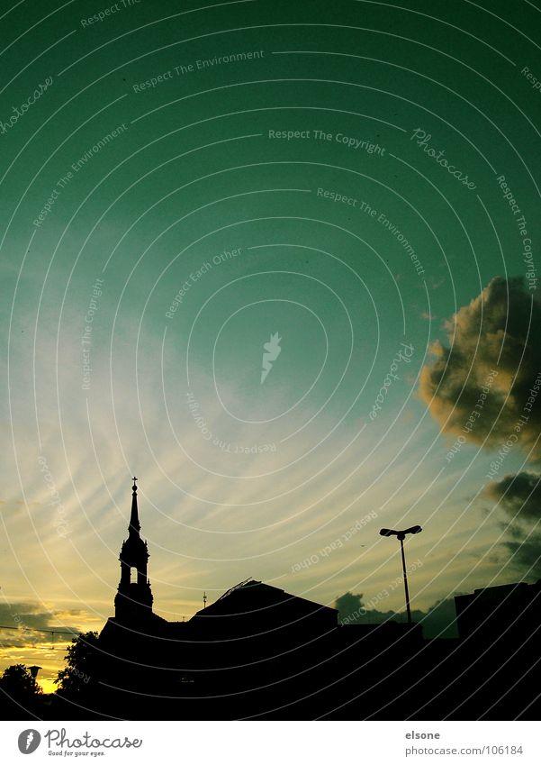 ::BEI NACHT:: Sonne grün Stadt Haus dunkel Gebäude Religion & Glaube Architektur Dach Turm Streifen Dresden Laterne Abenddämmerung Himmelskörper & Weltall Gotteshäuser