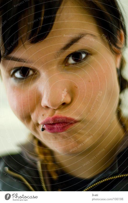 Franzi-Schmollmund Frau rot Gesicht Mund Sand Erde geschlossen schreiben bequem