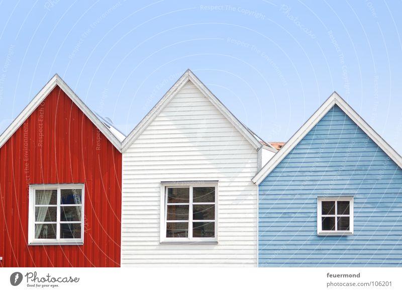 """54° 27' 51"""" Nord, 009° 50' 15"""" Ost Haus Fenster Schleswig-Holstein Dach Fassade Gebäude Bauwerk Holzhaus Stadt Dorf Detailaufnahme Ostsee Häusliches Leben"""