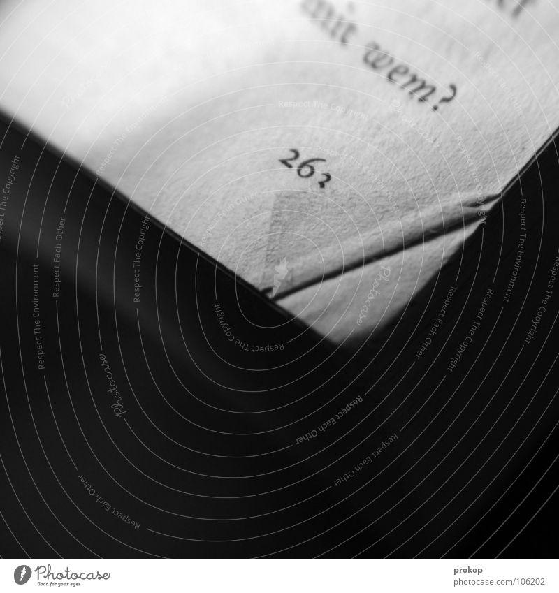Allein. Buch lesen Literatur Seitenzahl Wort Eselsohr Fragezeichen Fragen Ziffern & Zahlen alt Roman Kassenerfolg Zufriedenheit Schriftzeichen schreiben