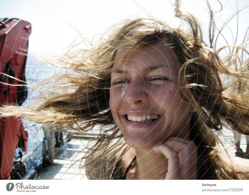im Winde geweht Frau Sonne Meer blau Sommer Freude Ferien & Urlaub & Reisen feminin lachen Haare & Frisuren Luft Wind Fröhlichkeit Zähne Güterverkehr & Logistik Wasserfahrzeug