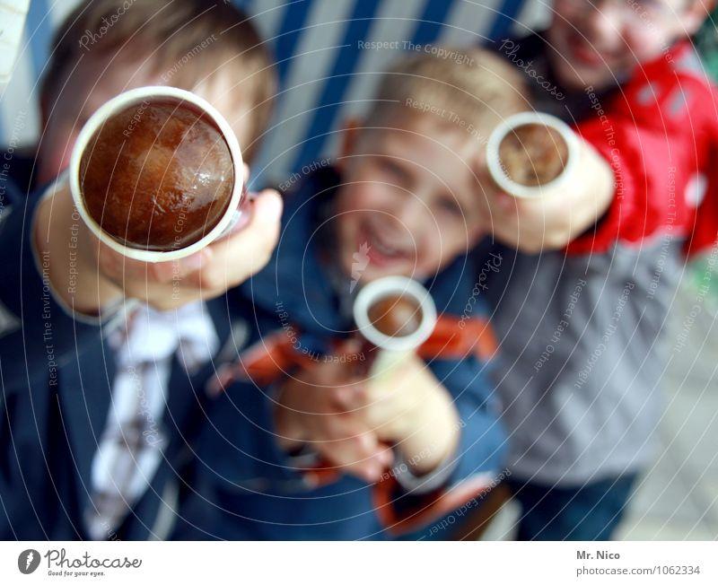 ey - gola eis ? Mensch Jugendliche Sommer kalt lachen Lifestyle braun Freundschaft Freizeit & Hobby Kindheit Ernährung genießen Lebensfreude Speiseeis süß