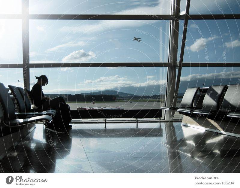 I'm leavin' on a jet plane Ferien & Urlaub & Reisen Einsamkeit Fenster warten Flugzeug fliegen Beginn lesen Güterverkehr & Logistik Flugzeugstart Flughafen