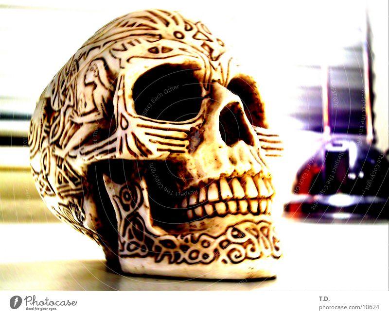 bony ashtray dünn obskur Skelett Schädel Paddel Aschenbecher