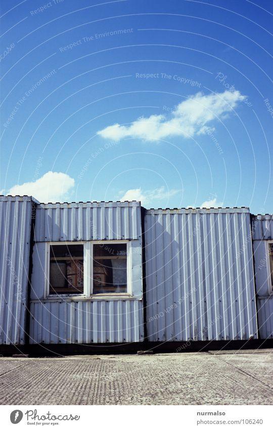 eine Linienfrage Himmel blau Wolken Fenster grau Zusammensein klein Beton groß Industrie Hütte DDR Container Blech Büchse
