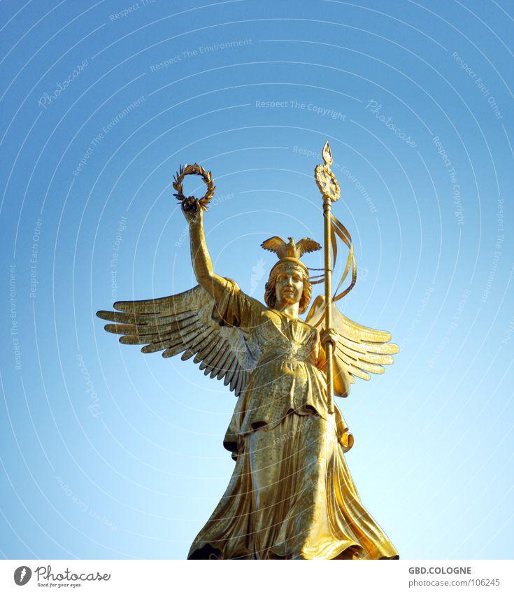 Goldelse Himmel blau Berlin gold Tourismus Flügel Statue Denkmal historisch Symbole & Metaphern Skulptur Wahrzeichen Griechische Götter Sightseeing Tiergarten Nike