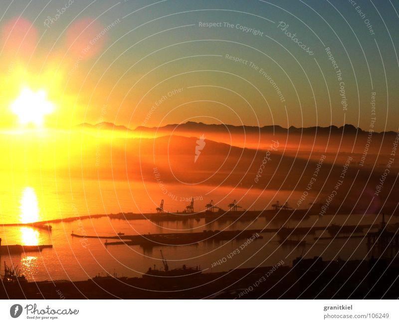 Sonnenaufgang Berge u. Gebirge Wasserfahrzeug Afrika Beleuchtung gold Hafen Südafrika Kran Kapstadt Nebelbank