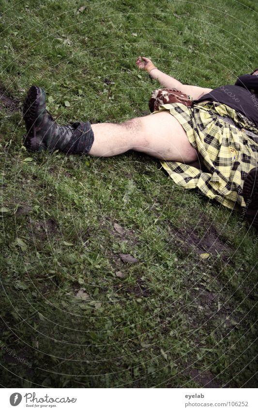 Tradition kann auch Opfer fordern Schotten Kilt Gras Highlands Großbritannien Highland Games zusammenrotten Truppe Spielen Krieg Konflikt & Streit