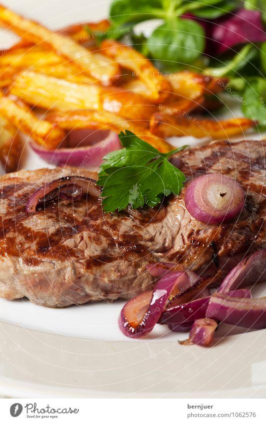 Baby, let's have some food Lebensmittel Fleisch Gemüse Salat Salatbeilage Abendessen Slowfood Teller Billig gut Reinlichkeit Sauberkeit bescheiden Steak Zwiebel