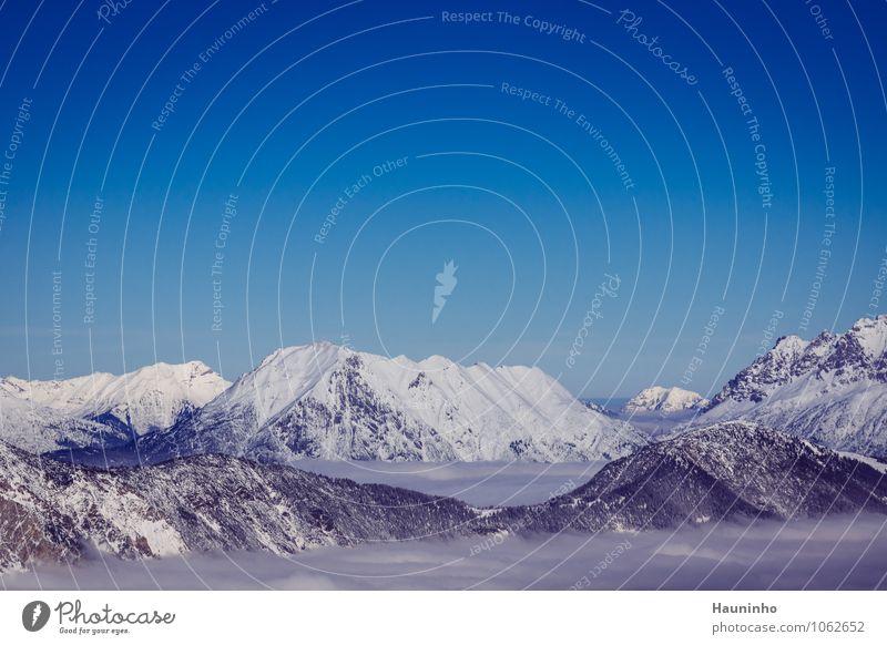 Über den Wolken Himmel Natur Ferien & Urlaub & Reisen Baum Landschaft Winter Ferne kalt Berge u. Gebirge Gefühle Schnee Freiheit außergewöhnlich Stimmung Felsen
