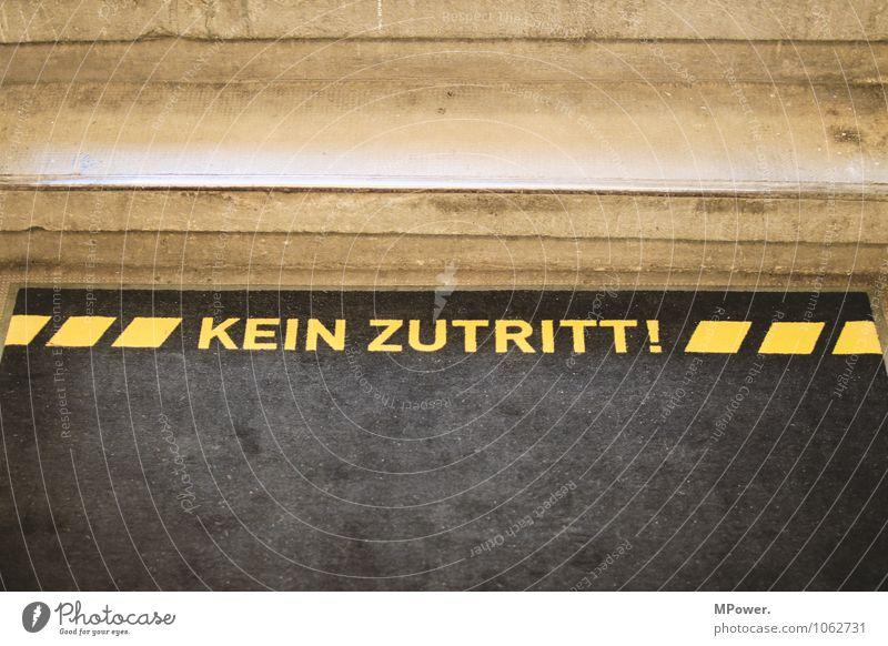 kein zutritt! Treppe Stein Schriftzeichen gelb Verbote Schilder & Markierungen Treppenhaus Teppich Zutritt Erlaubnis Fußmatte Farbfoto Gedeckte Farben