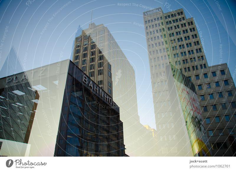 Doppelplatz am Potsdamer Platz Stadtzentrum Hochhaus Bahnhof Bürogebäude Fassade Berliner Mauer Schriftzeichen außergewöhnlich modern Stimmung innovativ