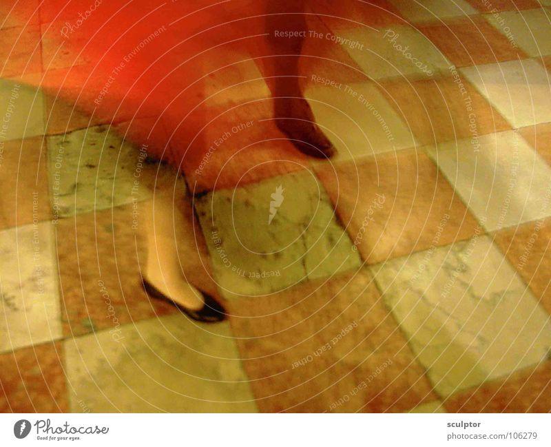Tango in Venedig maskulin feminin beschwingt Freundlichkeit Konzert Fliesen u. Kacheln Paar Fuß Veroneser Rot fahles Gelb leuchtendes Rot Tanzen Leidenschaft