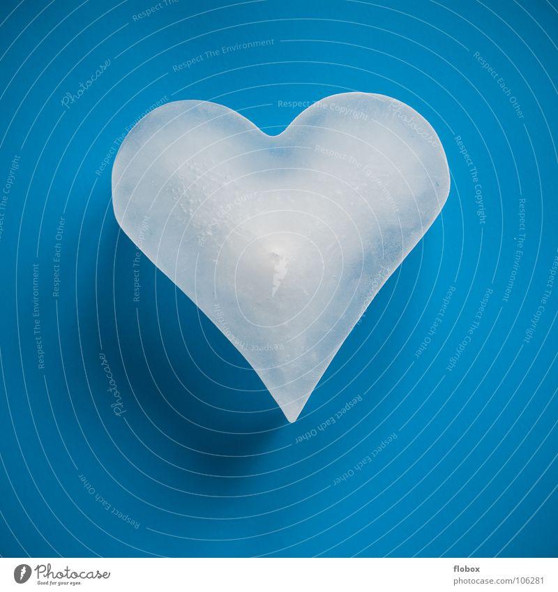 Herz auf Eis blau Einsamkeit kalt Leben Traurigkeit Liebe Gefühle Beleuchtung Spielen Glück Paar Zufriedenheit Eis leuchten Erfolg Herz